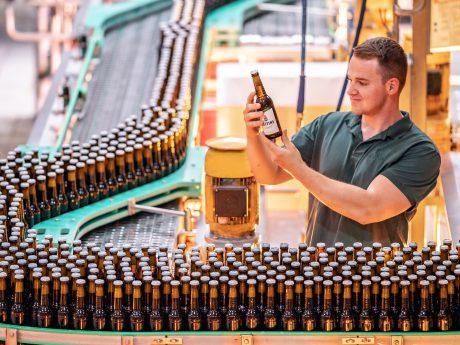 Veltins trotzt Sommerkapriolen mit zweitstärkstem Brauereiausstoß