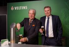 Michael Huber, Generalbevollmächtigter der Brauerei C. & A. Veltins (l.), und Dr. Volker Kuhl, Geschäftsführer Marketing/Vertrieb der Brauerei C. & A. Veltins, vermelden das weitere Wachstum der Familienbrauerei.